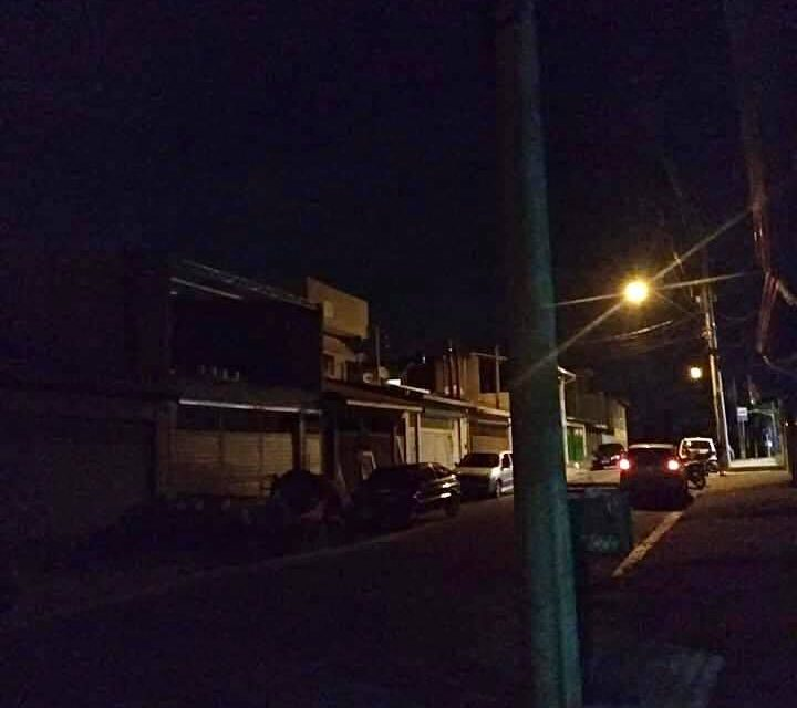 Louveira no escuro: moradores de diversos bairros reclamam da iluminação