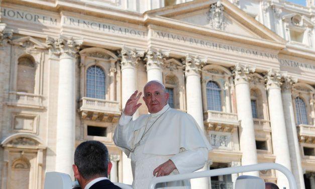 Vaticano esclarece comentários do papa sobre leis de união civil