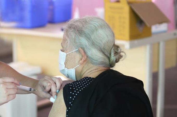 Louveira já aplicou 1.621 doses da vacina contra covid; 379 pessoas já receberam 2 doses