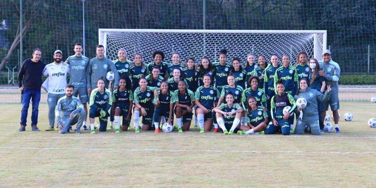 Time femino do Palmeiras treina em Louveira