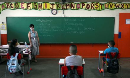 Volta às aulas em Louveira: retorno presencial será em março