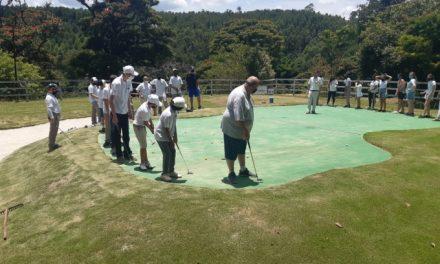 Projeto ensina golfe para crianças em Louveira
