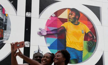 Documentário lançado neste terça-feira mostra trajetória de Pelé