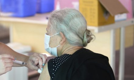 Vacinação contra covid-19 em Louveira: começa agendamento para pessoas acima de 85 anos