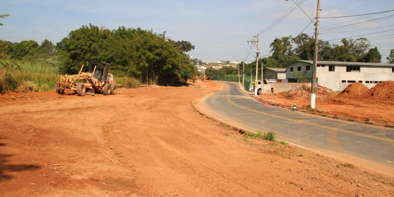 Estrada Miguel Bossi ganha calçadas em trecho no entorno do Parque do Capivari