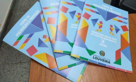 Educação distribui cartilha com protocolos de combate à covid-19 para famílias de alunos da Rede Municipal