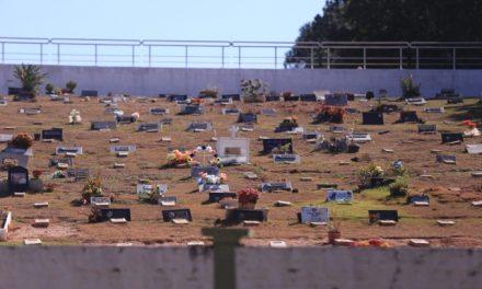 Ladrões invadem Cemitério de Louveira e levam 30 placas de bronze