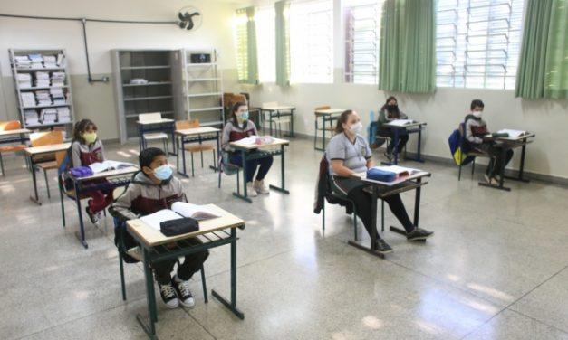 Louveira amplia para 100% a capacidade de ocupação das salas de aula a partir da próxima segunda-feira (4)