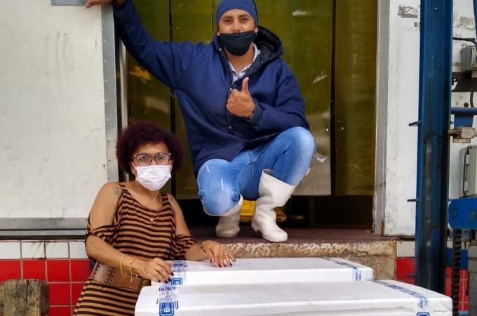 Fundo Social distribui 180 quilos de alimentos congelados doados por empresa em Louveira